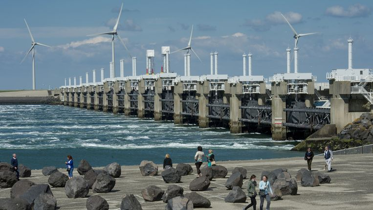 Windmolens bij het kunstmatige eiland Neeltje Jans. Beeld anp
