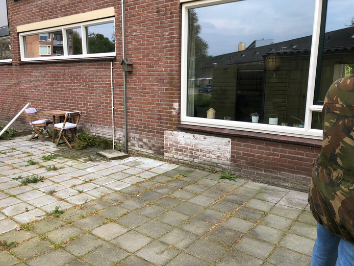 De tuin van Iris Slootheer voor de 'onttegeling'.