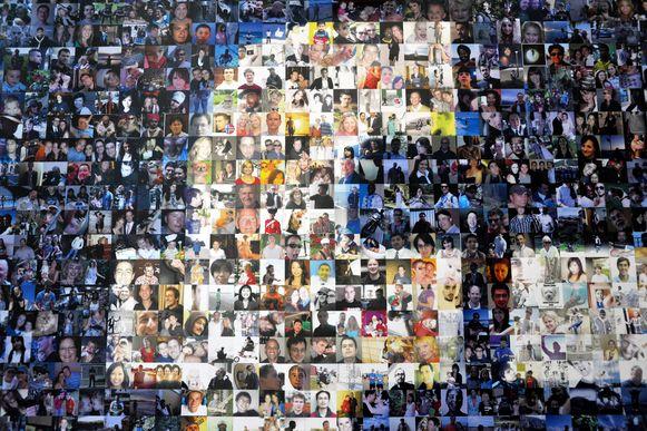 Een deel van het Facebooklogo opgebouwd uit foto's van gebruikers.