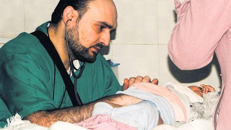 De Syrische kinderarts Mohammed Waseem Moaz is deze week gesneuveld tijdens een bombardement Beeld afp