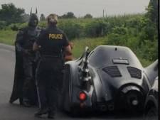 Geen bekeuring, wel bewondering: Canadese agente zet Batmobile aan de kant