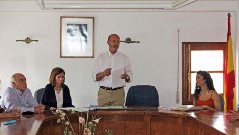Kersvers burgemeester Mario Blancke zit de gemeenteraad voor van Alcaucin.