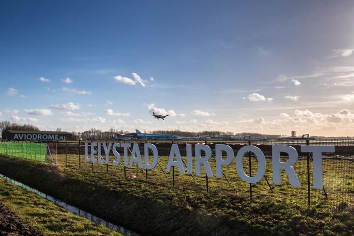 Lelystad Airport moet in 2020 open gaan voor vakantievluchten.