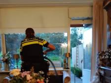 Oudere dame in Barneveld ruw gewekt door steen door ruit