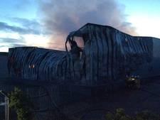 Grote brand in bedrijfsverzamelgebouw Hengelo