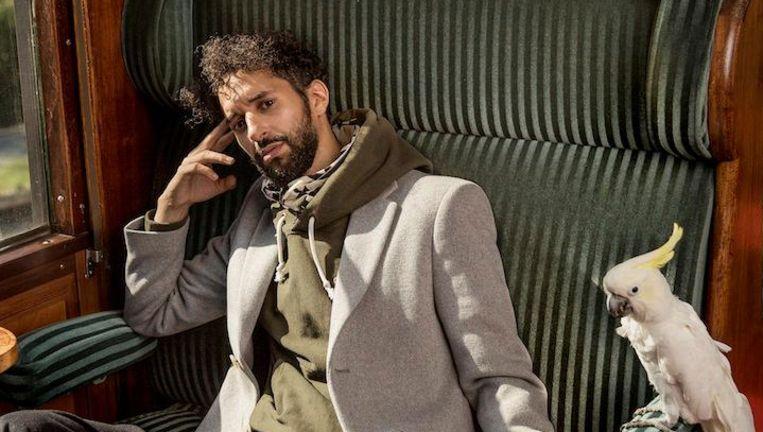 Achmed Akkabi: 'Waar ik vandaan kom, was alles Dolce & Gabbana. Nu ben ik meer van de sophisticated stuff' Beeld Esquire