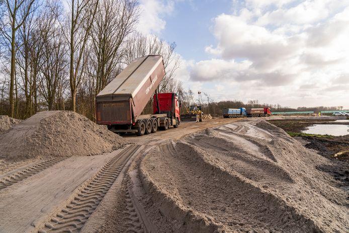 Voor de nieuwe A16 Rotterdam is 4 miljoen kuub zand nodig.