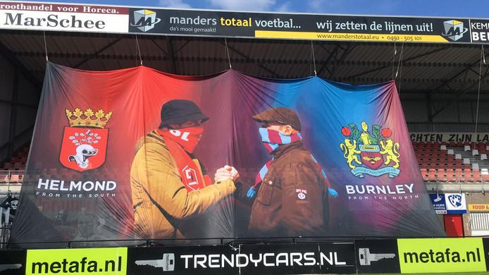 Een nieuw spandoek van de supporters van Helmond Sport en Burnley.