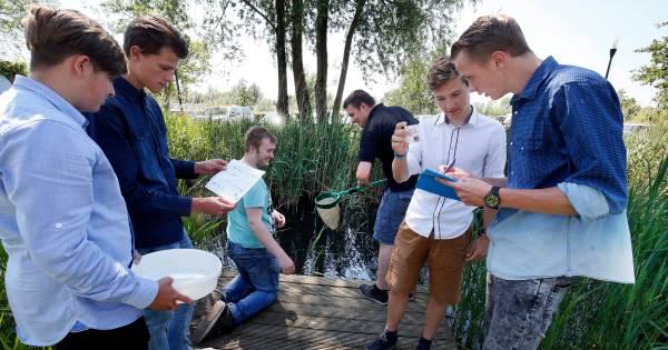 Studenten Wellant leren bewoners hoe ze het water schoon kunnen houden