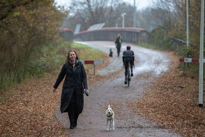 Christel van Zunderd en haar hond Yanni werden onaangenaam verrast door jagers in hun wandelgebied.