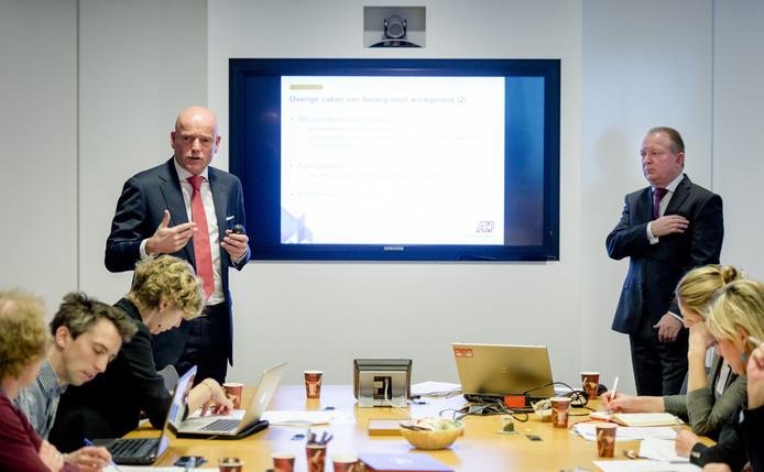 Martijn Brand directeur bij salarisverwerker ADP geeft woensdagochtend in Amsterdam een toelichting op het loonstrookje van 2016.