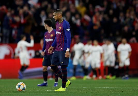 Sippe gezichten bij spelers van FC Barcelona na een doelpunt van Sevilla.