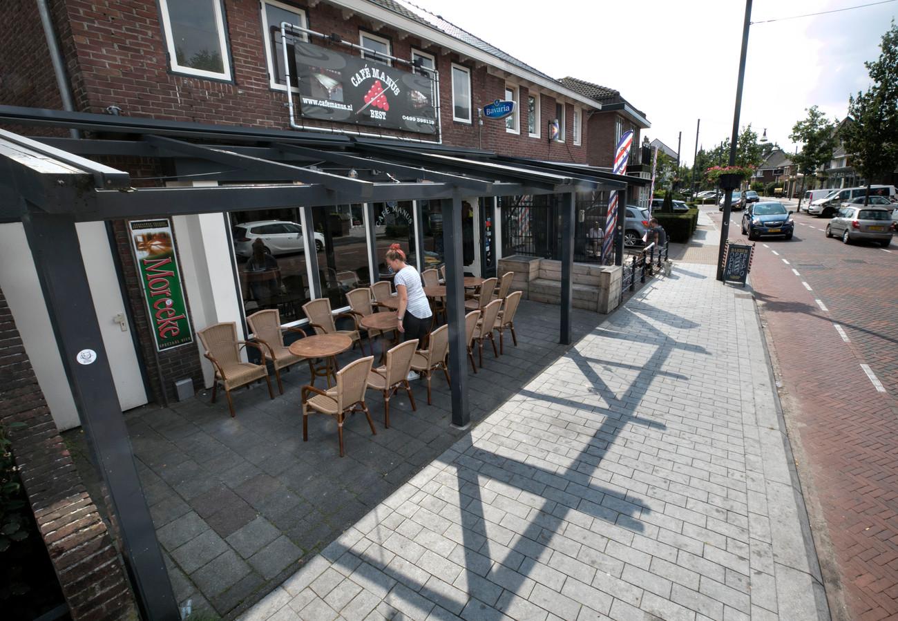 Er zou bij café Manus te weinig ruimte over blijven als er 'n terras zou komen en dus werd de vergunning geweigerd.