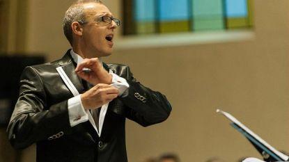 Dirigent zkt mannenstemmen
