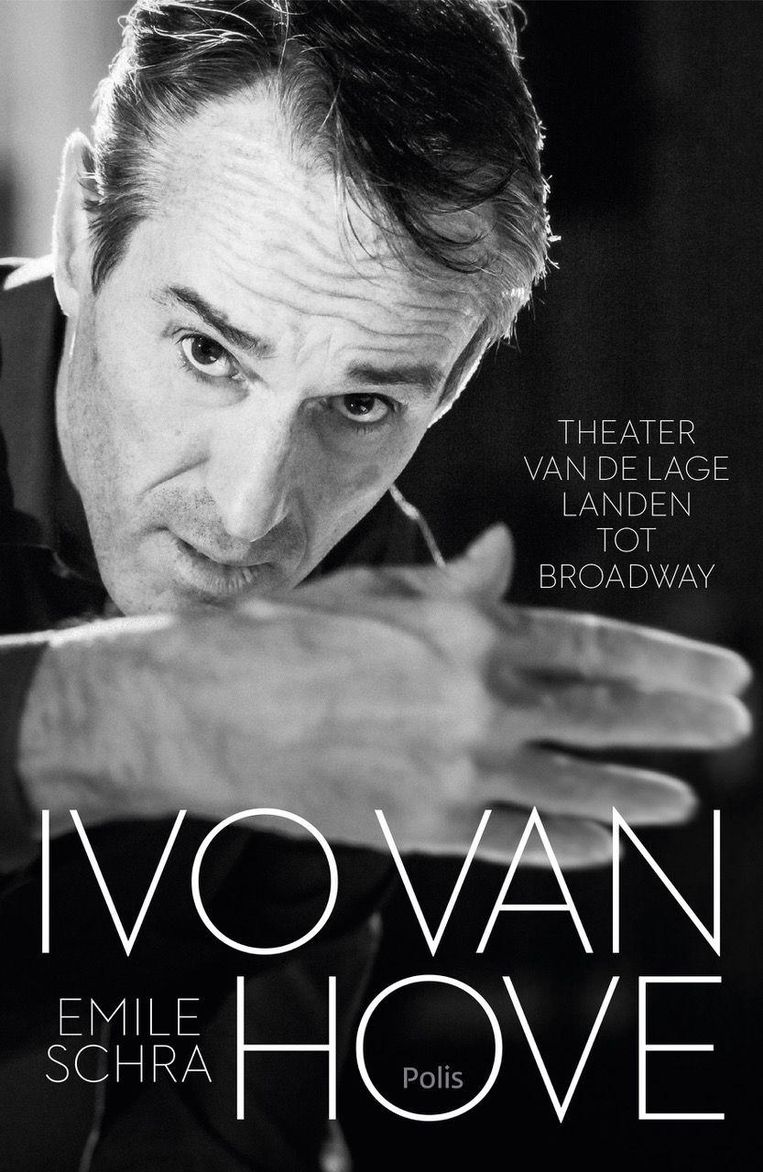 Ivo van Hove: Theater van de Lage Landen tot Broadway van Emile Schra, uitgeverij Polis, 256 blz., €22,50 euro. Vanaf dinsdag in de winkel. Beeld -
