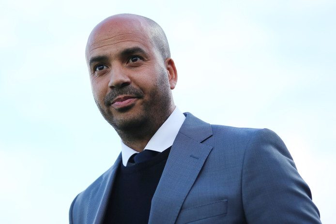 Jong PSV presteert dit seizoen onder trainer Pascal Jansen boven de verwachtingen, met een derde plek in de tussenstand.