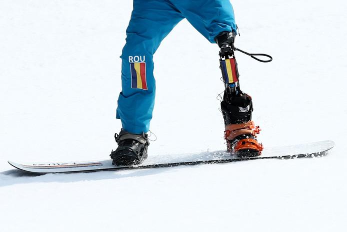 De Roemeense snowboardster Mihaita Papara.