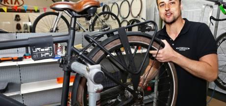 Verwoeste fietsenzaak Schelluinen weer open: 'Iedereen is vreselijk behulpzaam'