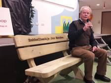 Babbelbankje voor Jan Monden, initiatiefnemer van Present in Vriendschap