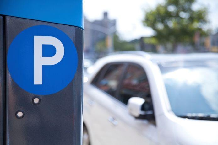 Geen betaalautomaat straks, maar alleen de beperking dat het parkeren niet langer dan een half uur mag duren.