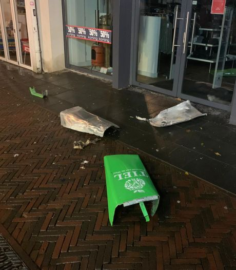 Prullenbak opgeblazen in centrum van Tiel: 'Je moet je kapot schamen'