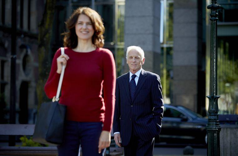 Castleden Susan Visser en Johan Leysen op de set van de politieke thriller Het Spel van de Wolf. Beeld ANP
