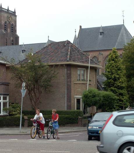 Vrachtwagens mogen blijven rijden over Stationsweg in Geertruidenberg