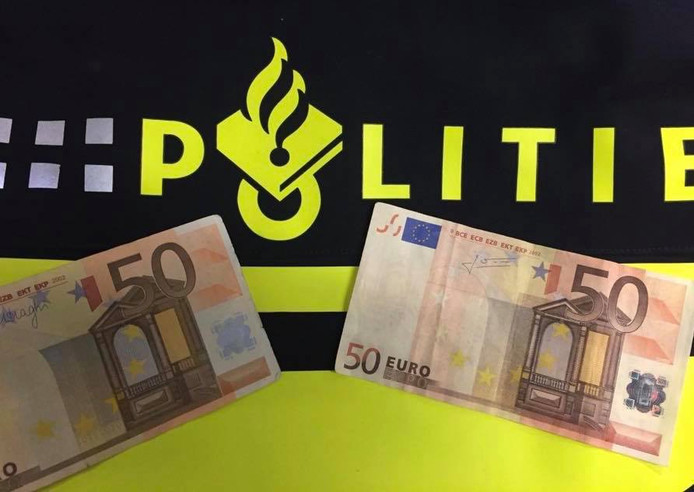 De valse 50-eurobiljetten.