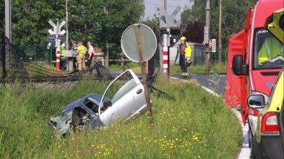Auto wordt gegrepen door trein in Harelbeke: 79-jarige bestuurster komt om het leven