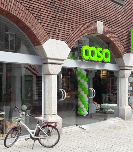 Straatbeeld: Van geel naar groen, Xenos is Casa