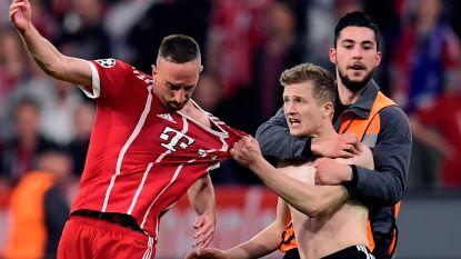 'Pitch invaders' uit op shirts en selfies ontsieren meteen na affluiten Bayern - Real: vooral Ribéry flink belaagd