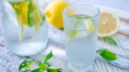 21 dagen gezond: pimp je water en kies voor kleine flesjes. Tips om genoeg water per dag te drinken