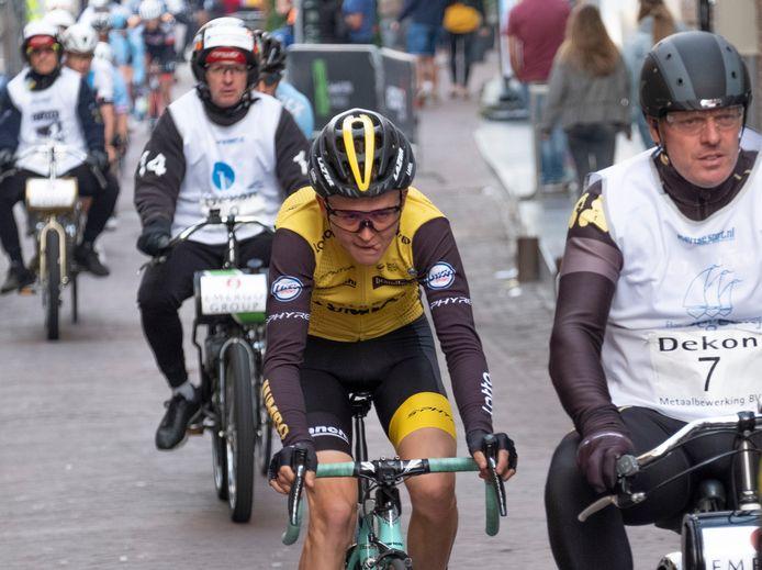 Antwan Tolhoek achter zijn gangmaker Vital Timmermans.