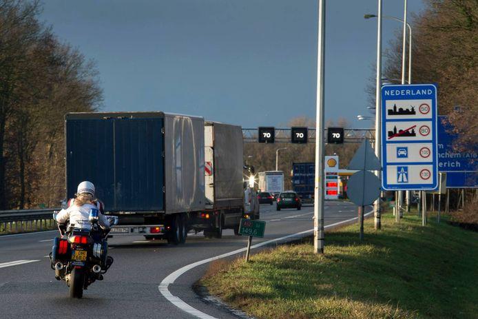 De wiettransporteur werd bij de grens in Babberich aangehouden.