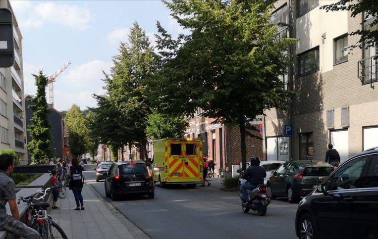 De fietser werd met lichte verwondingen overgebracht naar het ziekenhuis.