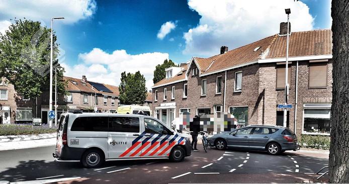 Een bejaarde man op een scootmobiel is zaterdagmiddag aangereden op de rotonde vlakbij de Albert Heijn XL in Tilburg.
