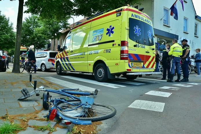 De kapotte fiets van een van de twee aangereden fietsers.