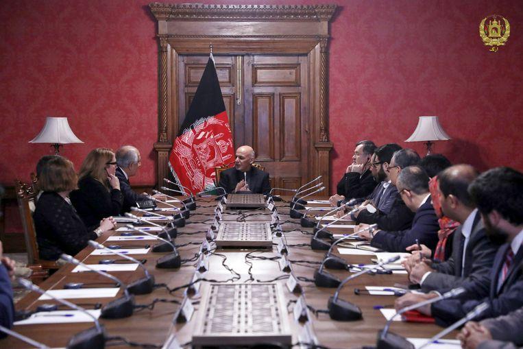 De Amerikaanse delegatieleider Zalmay Khalilzad sprak al verschillende keren met vertegenwoordigers van de taliban.