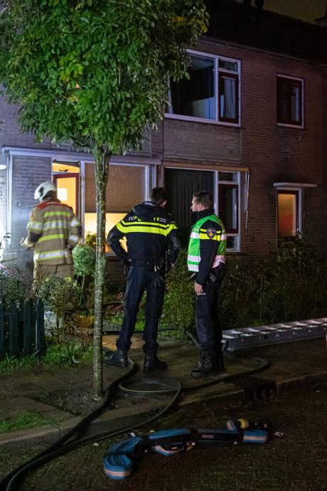 Hulpdiensten redden moeder en twee kinderen uit brandend huis in Baarn