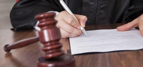 Eis: Celstraffen van 22, 18 en 12 jaar voor hoofdverdachten van dodelijke overval op Mien Graveland uit Helmond, advocaten woensdag aan zet