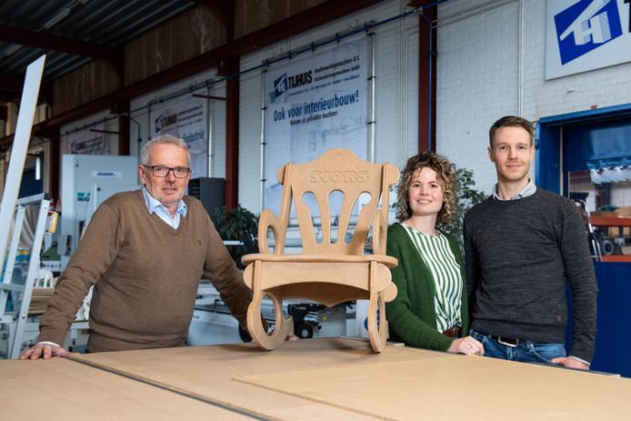 Egbert Tijhuis (links) heeft alle vertrouwen in dochter Sanne en schoonzoon Thijs Schoolkate, die samen de nieuwe directie vormen.
