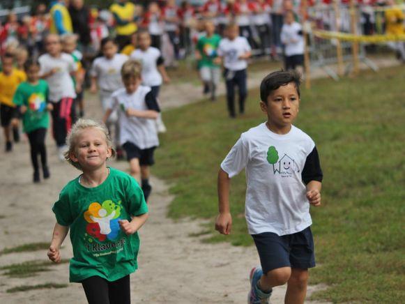 Vorig jaar namen zo'n 2.000 kinderen deel aan de Scholenveldloop.
