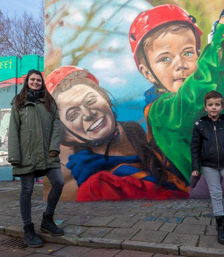 Scouting bedankt vrijwilligers met levensgroot graffiti- kunstwerk in Berenkuil in Eindhoven