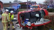 Automobilist zwaargewond na klap tegen geparkeerde terreinwagen