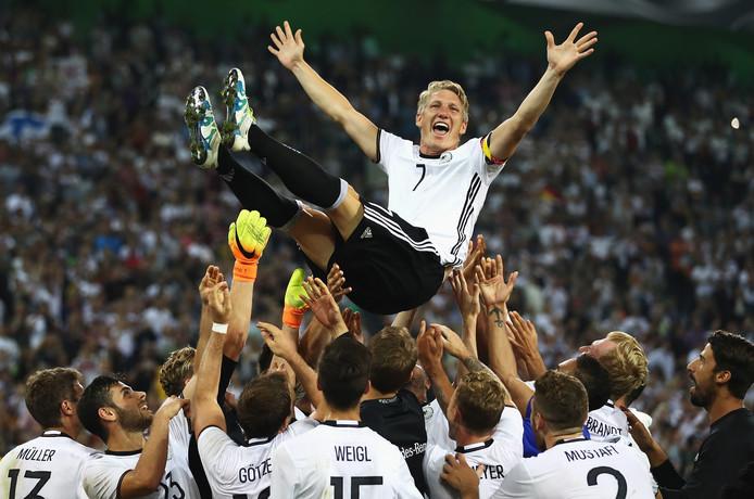 Die Mannschaft neemt afscheid van international Bastian Schweinsteiger.