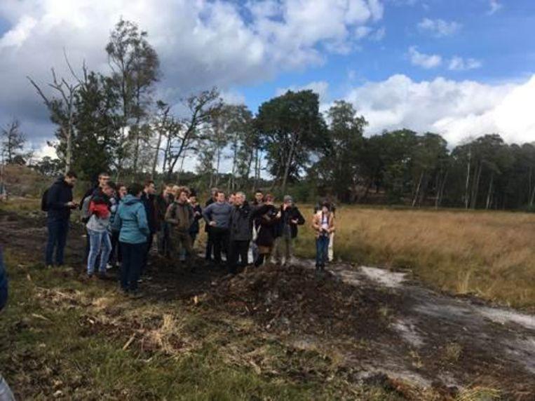 De leerlingen op bezoek in de Heide.