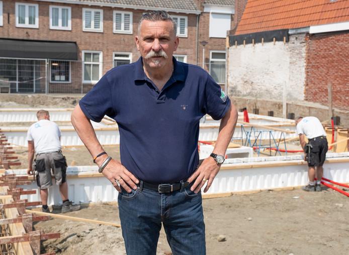 Jeroen Hoep op de bouwplaats aan de Korte Ring, waar zijn winkels en eigen woning zullen verrijzen. Dirk-Jan Gjeltema