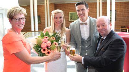 Dirk De Smul trouwt 900ste koppeltje: zoon van ex-schepen Martine Bergez stapt in huwelijksbootje