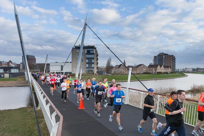 De Cityrun voert de deelnemers, net als in de editie 2013, weer over de Amaliabrug.