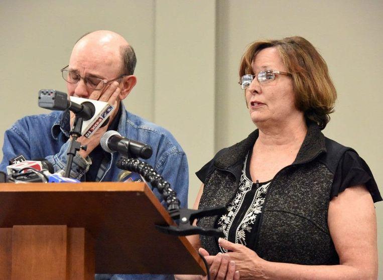 Jay en Lorene Bible, de ouders van Lauria, tijdens een persconferentie op 23 april naar aanleiding van de nieuwe ontwikkelingen.